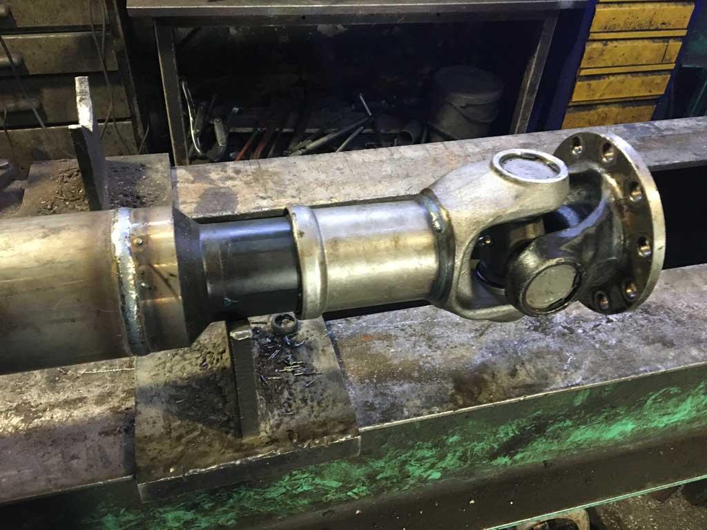 Ремонт карданного вала фронтального погрузчика Либхер
